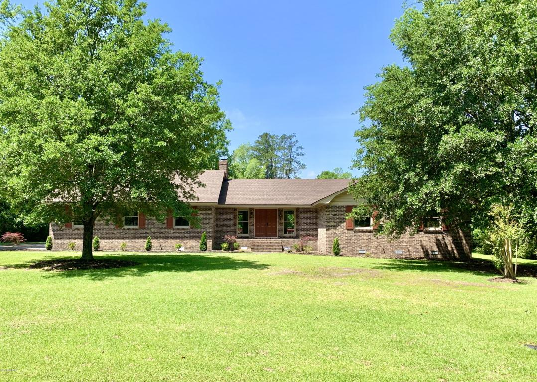 708 Edgewood Cr Whiteville NC $249,950 (Sold)