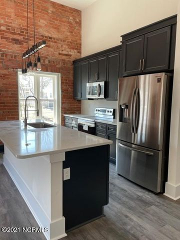 Photo of a newly finished kitchen at Indie Ice Lofts