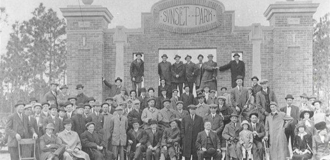 A photo of the 1913 Philadelphia Nationals & Baltimore Orioles posing in front of the entrance to Sunset Park in Wilmington NC