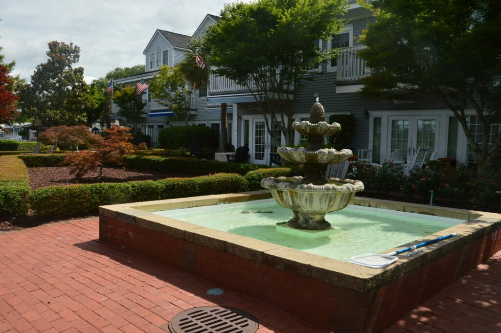 Photo of central fountain in the formal gardens of Governors Landing
