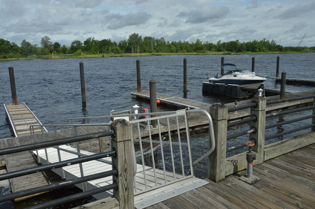 Photo of the security gate to the 30 foot dock at Governors Landing
