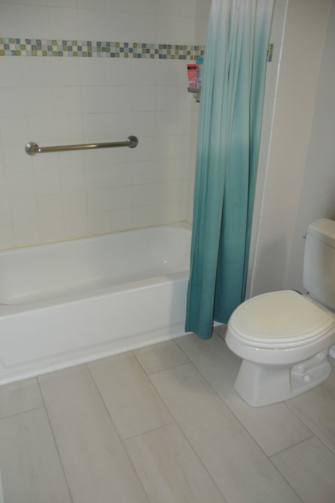 Photo of shared bath Governors Landing