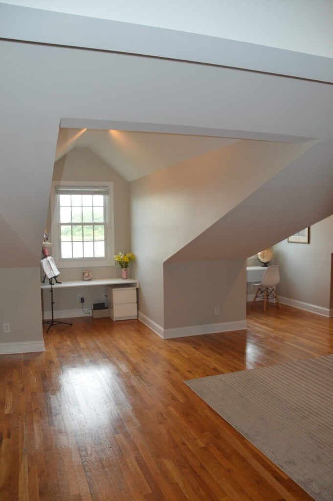 Photo of the 3rd floor great room and dormer windows at Governors Landing